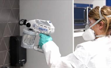 Дезинфекция помещений с помощью аппаратов безвоздушного распыления.